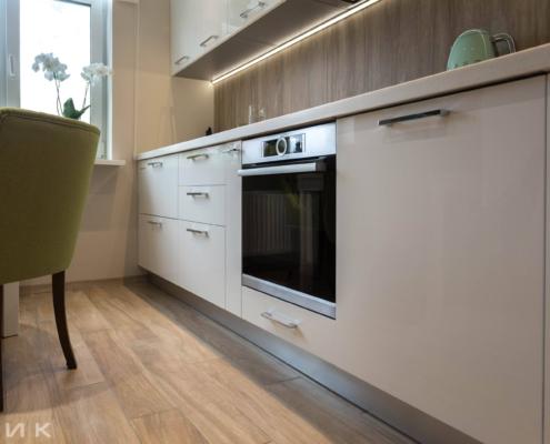 Белая-кухня-модерн-с-(Led)-лед-подсветкой-1023