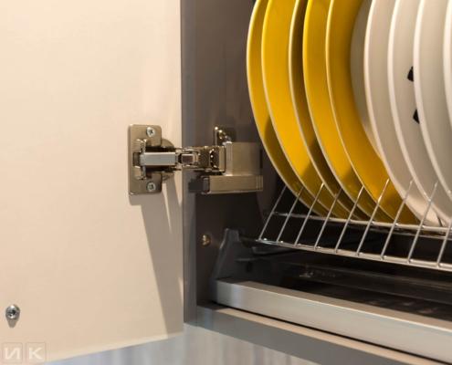 Петли BLUM на белой кухне