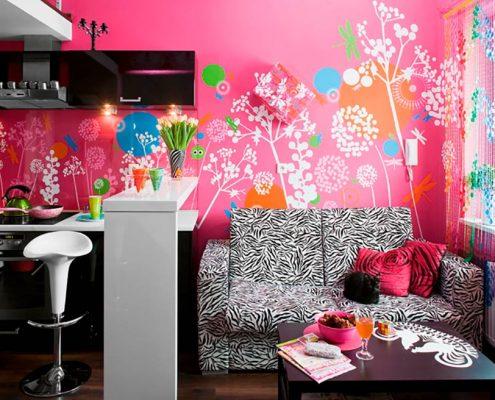 розовая-стена-на-кухне