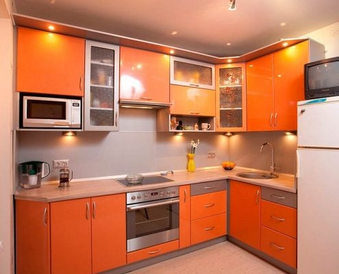 оранжевая-кухня-в-интерьере