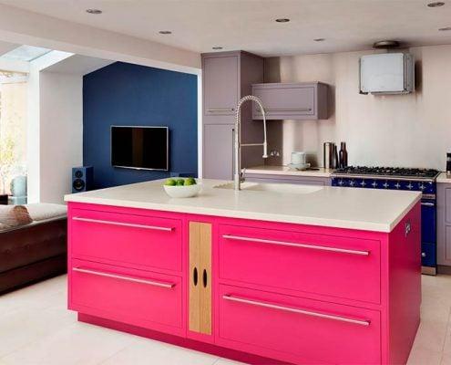 розовый-остров-на-кухне