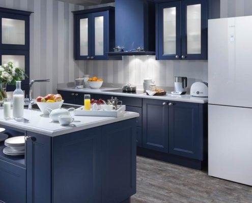 синяя-кухня-с-островом