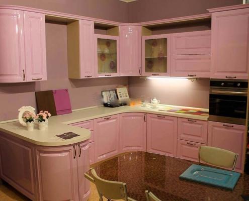 розовая-кухня-классика