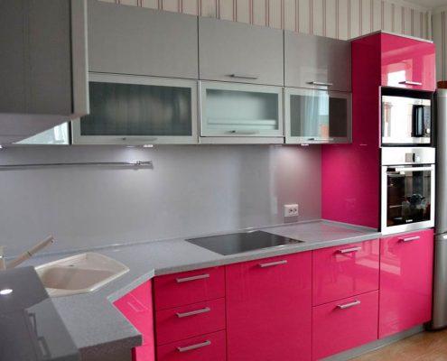 розовая-кухня-фото-в-интерьере