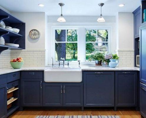 синяя-кухня-дерево