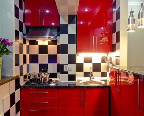 красная-маленькая-кухня