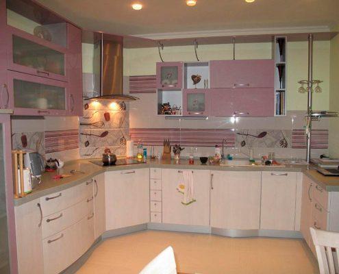 бежево-розовая-кухня