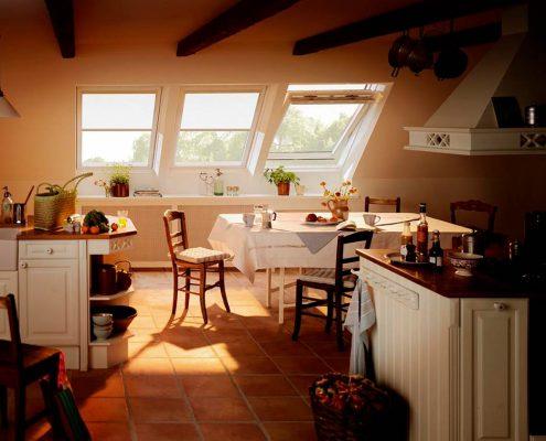 кухня-в-мансарде-частного-дома