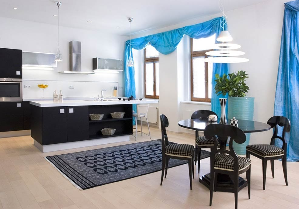 синие-шторы-на-кухне