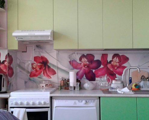 розовая-скинали-на-кухне