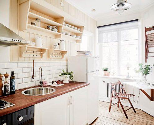 откидной-стол-на-кухне