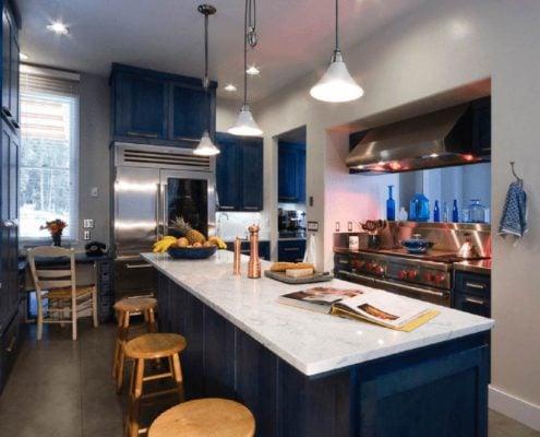 интерьер-кухни-в-синем-цвете