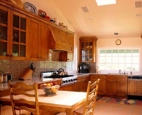 мойка-у-окна-на-кухне