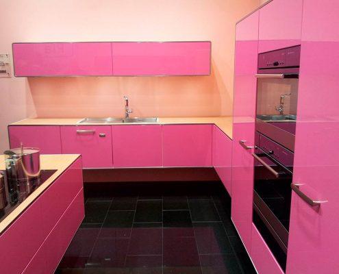 розовая-кухня-модерн