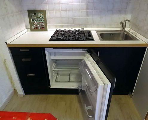 маленький-холодильник-на-кухне