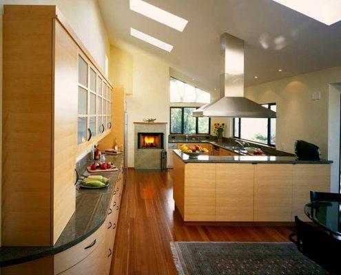 большая-кухня-в-частном-доме-фото