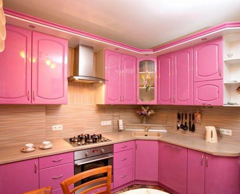 розовая-кухня-в-квартире