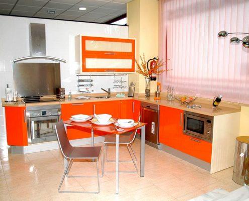 угловая-оранжевая-кухня
