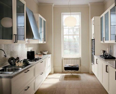 бежевая-узкая-кухня