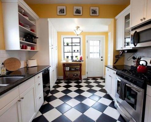 двухрядный-кухонный-гарнитур-фото