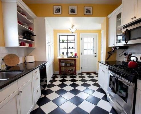 интерьер-узкой-кухни