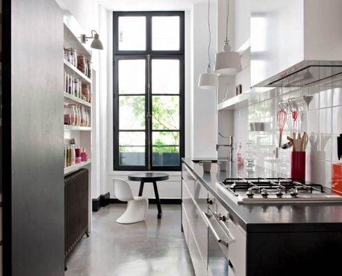 узкая-кухня-минимализм