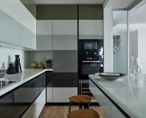 узкая-кухня-модерн