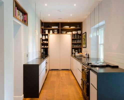 узкая-кухня-низ