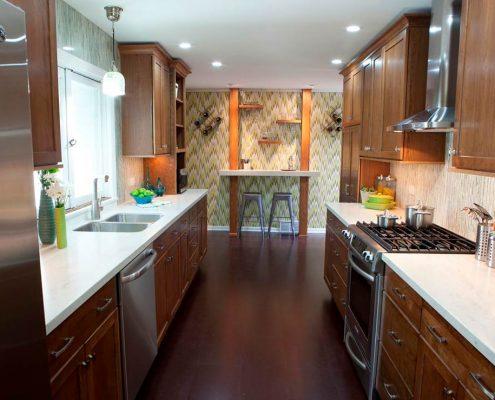 узкая-кухня-в-частном-доме