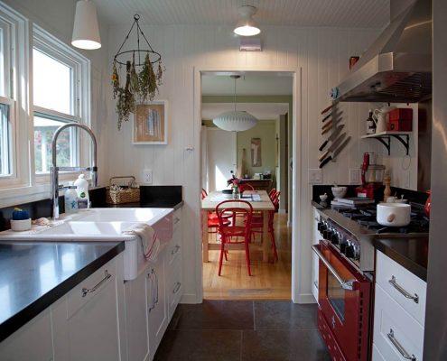 узкая-кухня-в-интерьере