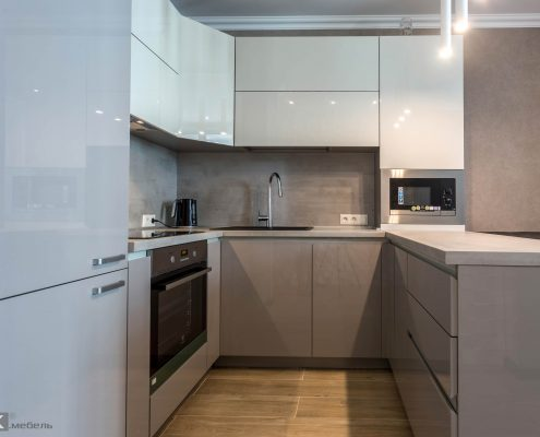 бело-серая-кухня-глянец
