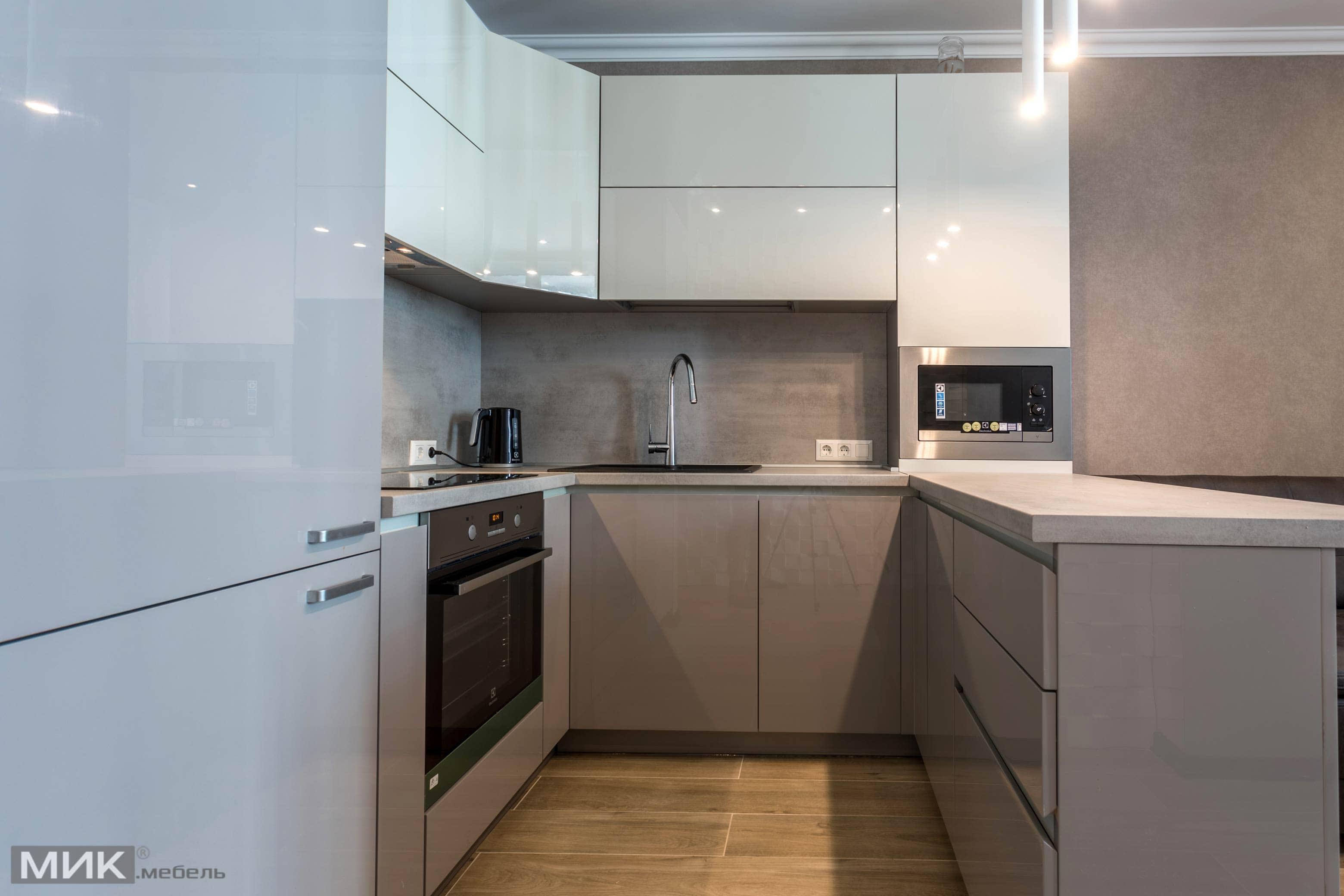 бело серая кухня глянец фото
