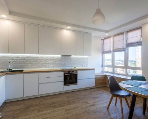 белый-кухонный-гарнитур-в-интерьере-1000