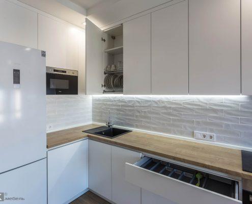 белый-кухонный-гарнитур-сушка для посуды