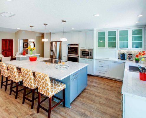 дизайн-кухни-под-потолок