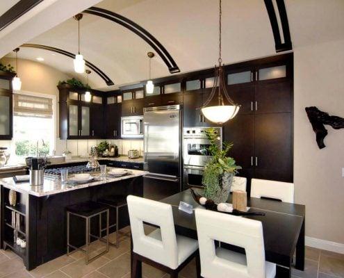 кухни-до-потолка-чёрные