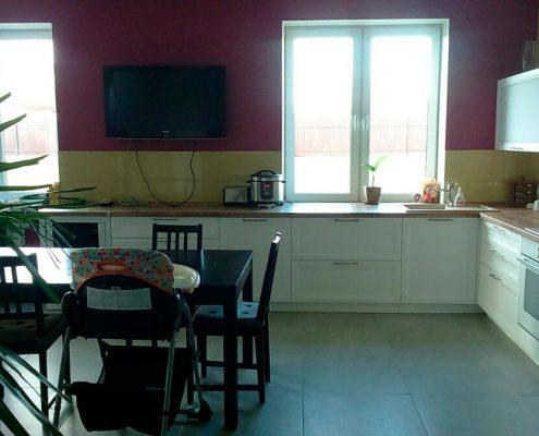 кухня-без-навесных-шкафов-в-интерьере