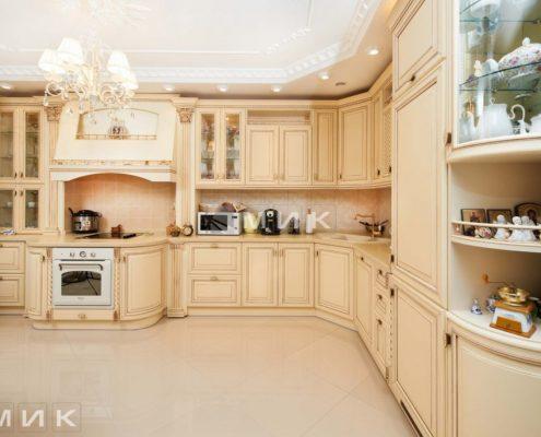 кухня-классика-под-потолок