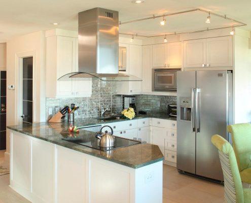 кухня-под-потолок-белая