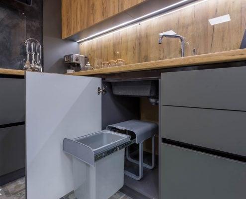 Выдвижное мусорное ведро в кухонном гарнитуре 2017