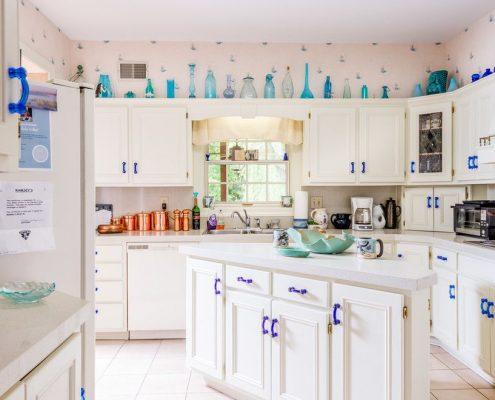 синие-ручки-на-кухне