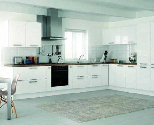 угловая-кухня-в-белых-тонах