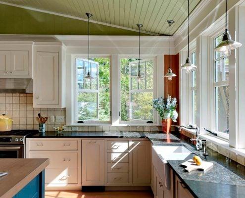 угловая-кухня-в-частном-доме