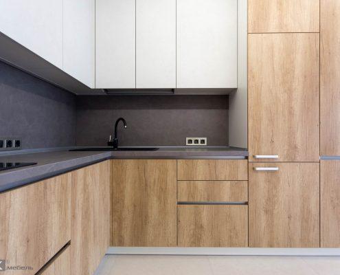 Кухня и пристенная панель с фактурой бетон