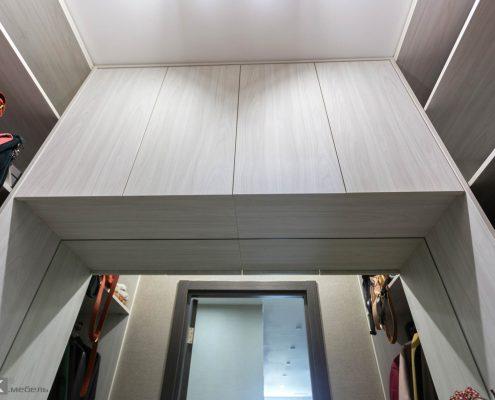 Маленькая-гардеробная-в-коридоре-1005