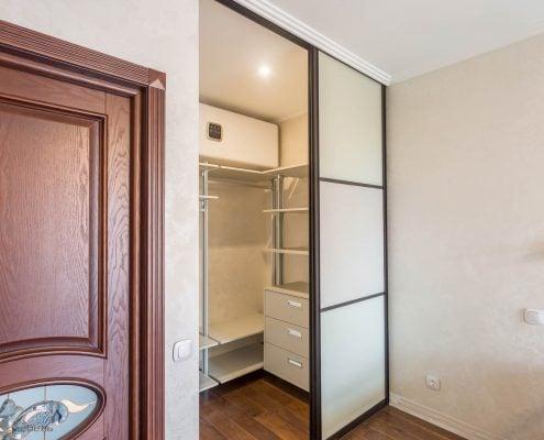 Шкаф с алюминиевой гардеробной системой