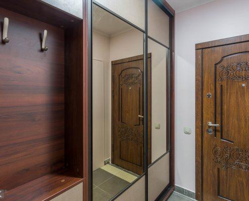 Шкаф купе с зеркалом в коридор