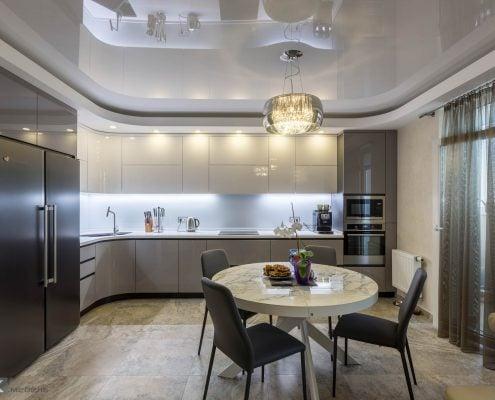 Серая-кухня-с-крашеными-гнутыми-фасадами-на-Майорова-1001