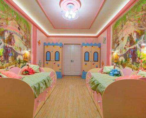 комплект-детской-мебели-для-девочек-фото