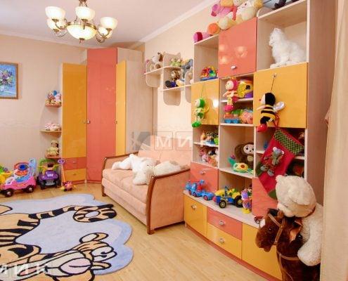оранжевая-детская-мебель-на-фото